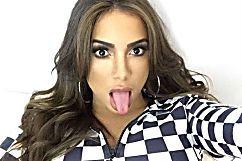 Anitta foi chamada de prostituta e apenas lacrou na resposta | MdeMulher