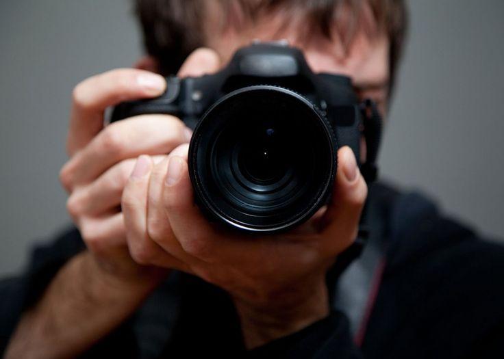 Hoe hou je het beste je camera vast? Lees hier onze fotografietips voor betere foto's. Zo wordt jouw albelli fotoboek nog mooier.