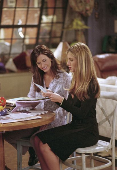 Friends ~ Episode Stills ~ Season 7, Episode 2: The One with Rachel's Book ~ #friendsscenes #friendsseason7