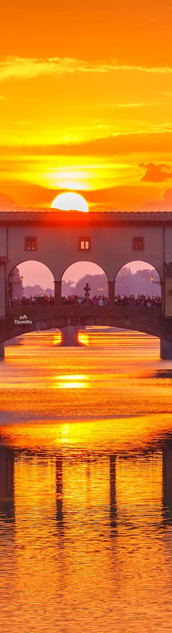 Sunset at the oldest bridge in Florence, the Ponte Vecchio