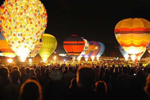 hot air balloons hot air balloons hot air balloons: Hot Air Balloon, Buckets Lists, Dreams, Balloon Festivals, Night Time, Hotairballoon, Places, Things, Glow