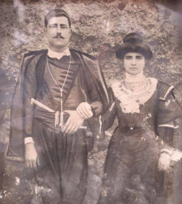 1910 Κουρονικολής από Κυριακοσέλια με τη γυναίκα του Κατερίνα Γαβριλάκη από Σαμωνά