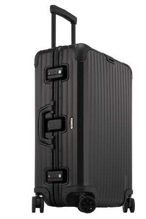 VOGUE lifestyle | news | リモワから、人気のアルミスーツケースシリーズ「トパーズ ブラック コレクション」が発売!