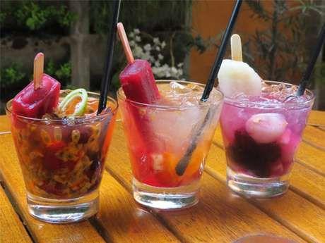 Mistura de caipirinha com picolé é hit em bares; aprenda