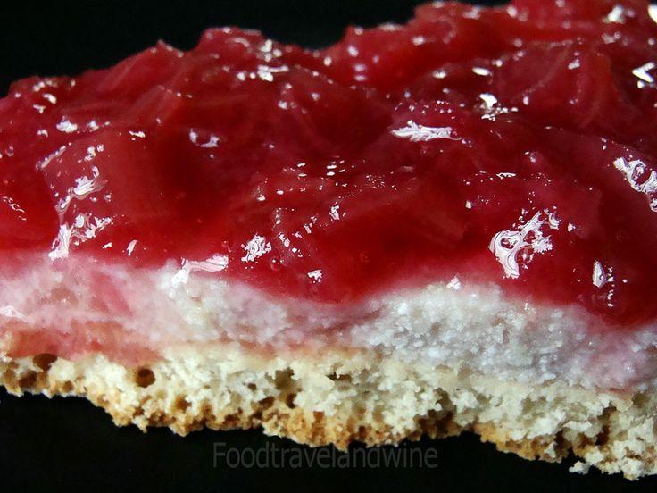 . For the Love of Food, Travel and Wine: Una masa y tres deliciosos pies.....Ruibarbo, Arandanos y Fresas con Ricotta....