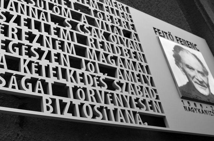 Francois Fejtő memorial plaque