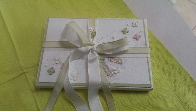 Finished Wedding Box with a Wedding card and a little gift inside