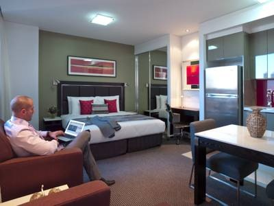 The #Meriton Serviced Apartments in Sydney's city centre offers perfect accommodation for the #business traveller. You can find booking details at http://rooms.hotel.com.au/accommodation/DirectHotel.aspx?Cby=1=20863  Photo via booking.com