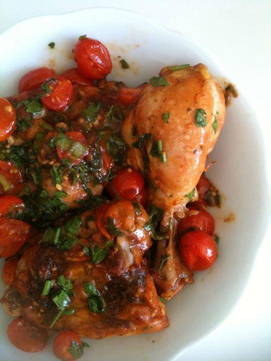 Frango molho e tomate cereja tudo junto e deliciosamente misturados!