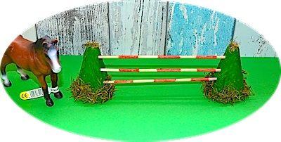 Ein Hindernis für Schleich-Pferde basteln. Und ein Tipp für einen Sattel.