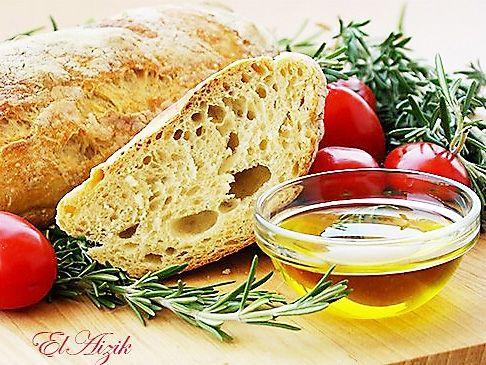 Знаменитый «хлеб без замеса» покорил сегодня весь мир. Но если вы считаете, что этот хлеб – современное изобретение, то это ошибка! Есть традиционный итальянский хлеб, стирато («растянутый»), технология приготовления и выпечки которого практически не отличается технологии хлеба без замеса. Рецепт хлеба и технология необыкновенно просты и единственная проблема в том, что этот хлеб желательно выпекать на камне для выпечки. Камень для выпечки есть не у всех, но эту проблему можно решить! …