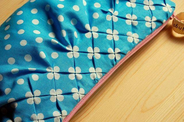DIY: polka dot smocking on a cluch