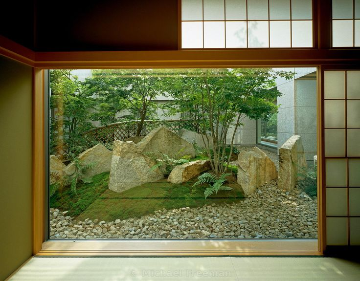 Contemporary Zen garden at the Kojimachi Kaikan in Tokyo, Japan designed by the Zen Priest and Master of modern Zen Garden Shunmyo Masuno