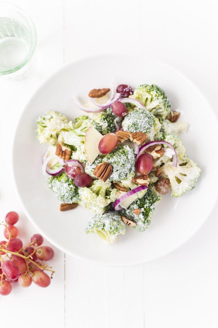 Broccolisalade met appel en druiven