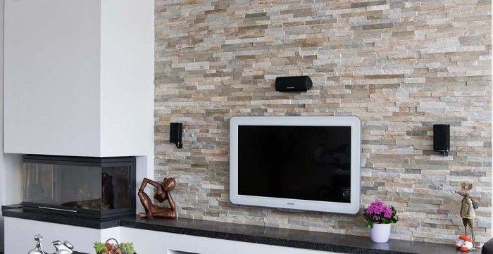 Modern Rusty in woonkamer met Openhaard. Herken jij de paneelvorm?