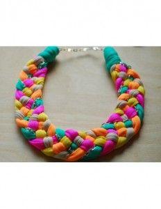 colier-multicolor-cu-lant Creatoare: Teodora Mot