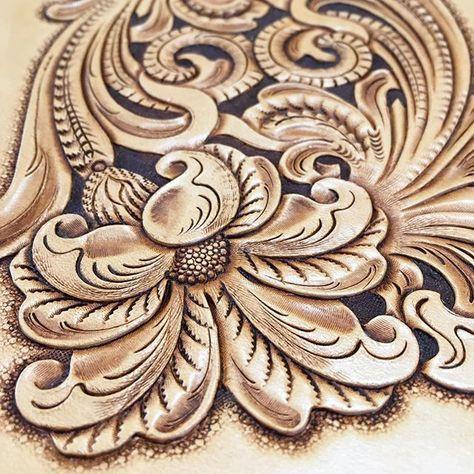 #leathertooling #leathercarving #leathercraft #handmade #レザークラフト #唐草 #レザーカービング