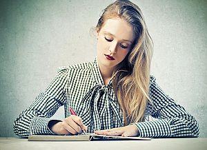 Dossier über die sogenannte Kurzbewerbung: Was gehört rein, was nicht. Und wo wird sie eingesetzt, bzw. welche Vor- und Nachteile hat sie?     http://karrierebibel.de/kurzbewerbung-checkliste-der-vor-und-nachteile/