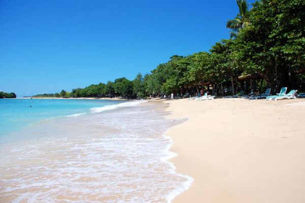 Nusa Dua Beach is a beach that has white sand with calm sea and small wave, it is make this beach be the best spot to enjoying your holiday in Bali. The Hotels close from the beach always maintain the cleanliness, it's make the beach keep beautiful and clean.