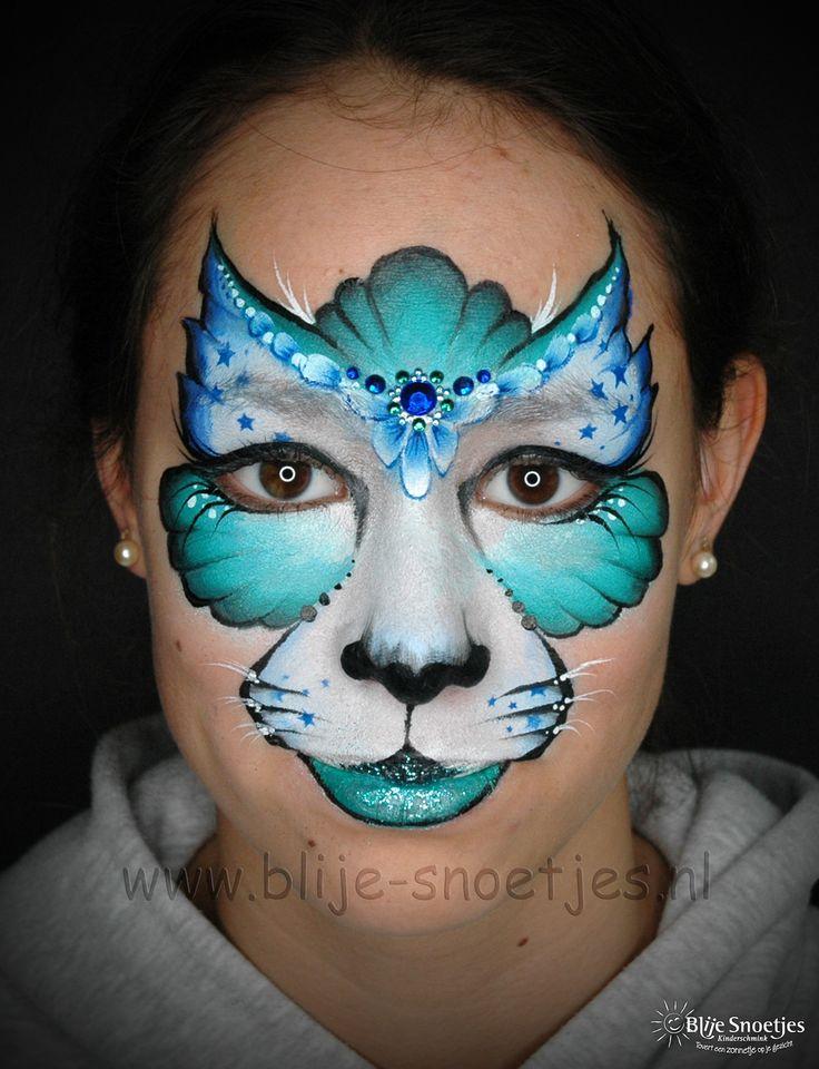 Facepaint of a girly kitty cat in blue and green with bling ;-). www.blije-snoetjes.nl www.facebook.com/BlijeSnoetjesKinderschmink