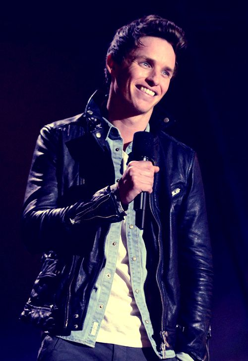Gah, the head tilt + smile combo. It'll get you every time. Eddie Redmayne at the MTV Movie Awards.