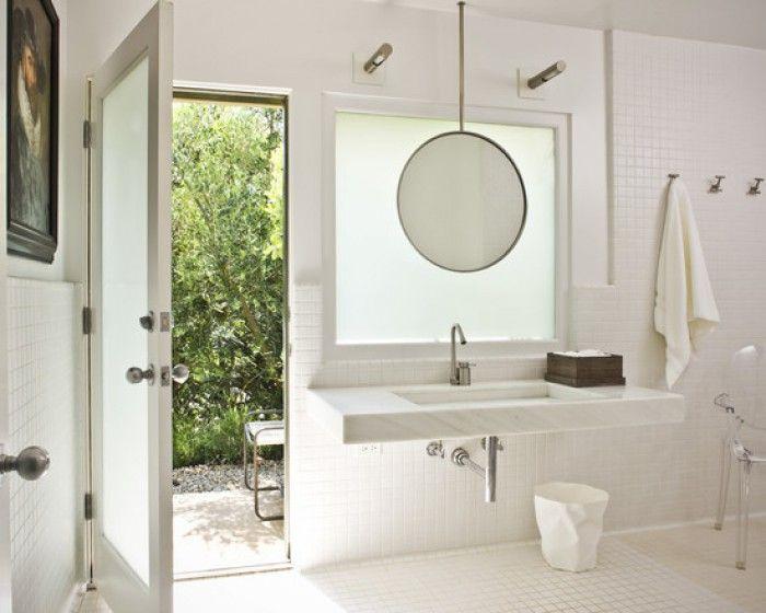 Wastafel onder het raam oplossing spiegel huis for Kastje onder wastafel toilet