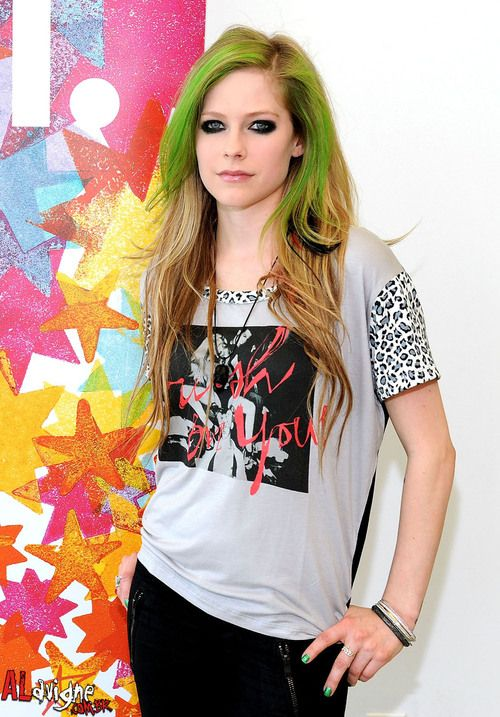 Avril Lavigne , http://hairstyles-for-women-over-50.com/