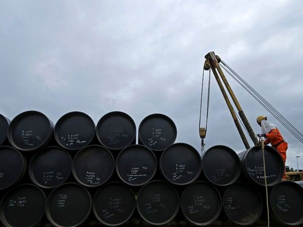 Águas de Pontal: Por que o preço do petróleo caiu tanto? Veja pergu...