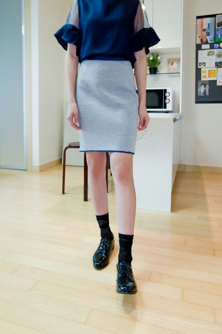 Here, the ribbed cushion skirt with contrasting trim falls directly from the waist of the skirt for a rich, full effect, showing off its sleek line. Skirts for women in different looks and fits at KakuuBasic.com you will find skirts designed for any occasion and any mood. This is also one of the reasons our ribbed cushion skirt are made of luxurious and great quality materials that last for years.