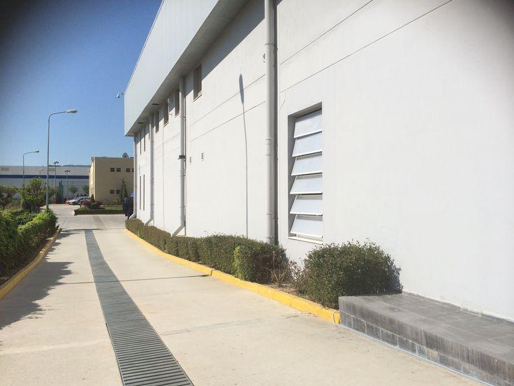 Nanolux louvre sistemi doğal aydınlatma ve havalandırma sunan bir duvar ve çatı uygulamasıdır. İçerisinde aerogel malzeme bulunan bu uygulamada 90 derece açılma mekanizmasına sahip polikarbon kanatlar doğal aydınlatma ve havalandırma sunarken; hava, yağmur suyu ve kar suyu yalıtımına da sahiptir.