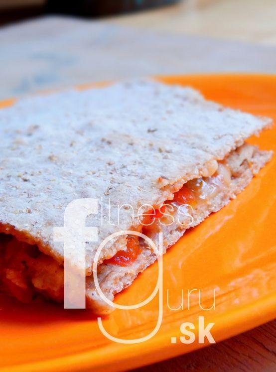 Tortilla plněná kuřecím masem a paprikou