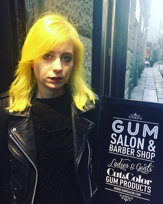 Shiny Yellow Hair Thanks to our technician @moki_pony #gum #gumsalon #gumattitude #milan #yellow #yellowhair #coolhair #hairstyle #haircut #girls #music