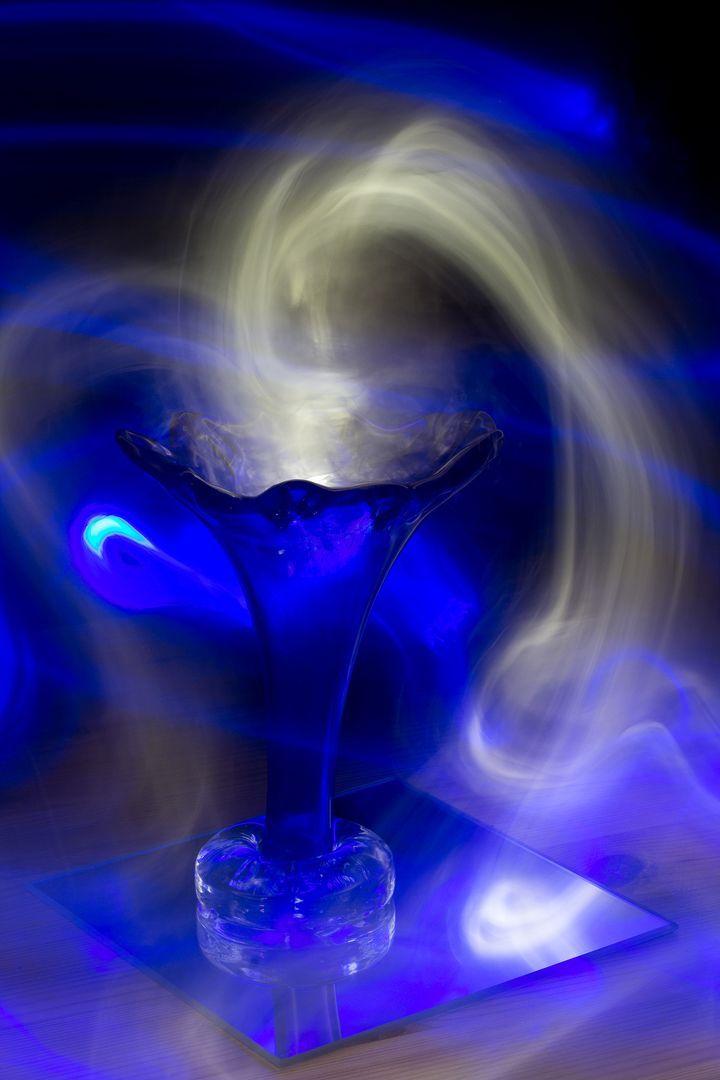 http://starbox.fi/niittykukkia/mihin-kaikkeen-valo-taipuu  lightpainting photography