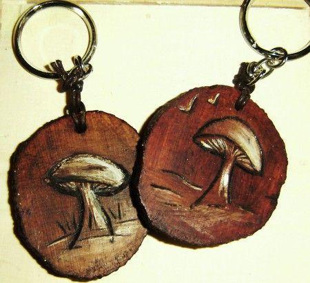 Llaveros grabados en madera de Boj
