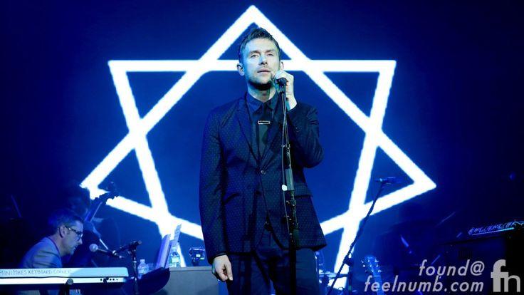 Star symbol. Albarn, Damon