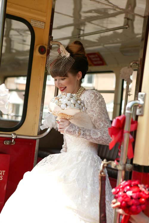 Absolutely stunning vintage (and in the truest of senses) bride - loving the red lips too -  inspiring image from rocknrollbride.com
