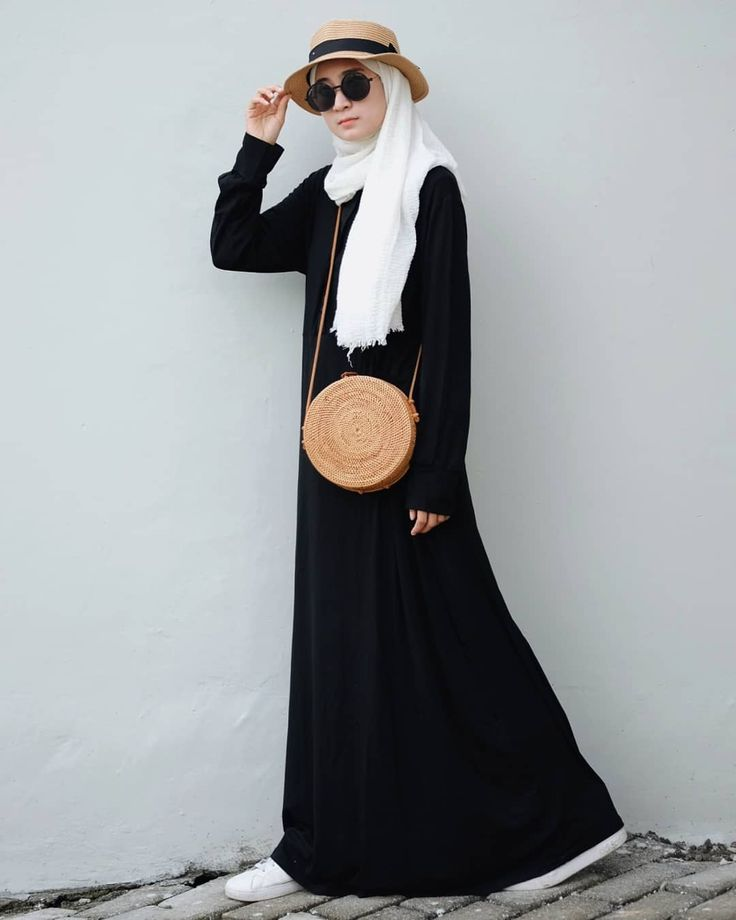 """3,521 Likes, 86 Comments - Nining 니닝 (@niningxx) on Instagram: """"You won't never go wrong with a black dress. Mine is from @myhijablist  Bahannya kaos jadi nyaman…"""""""