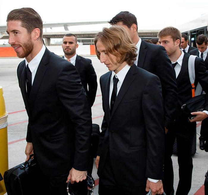 VERSACE OUTFIT REAL MADRID FC EXAMPLE.PL