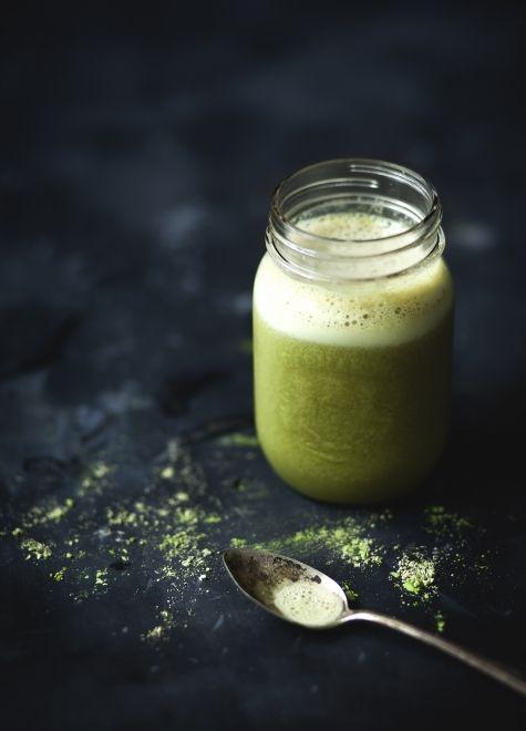 Smoothie au thé vert, banane & érable. La recette se trouve au www.troisfoisparjour.com