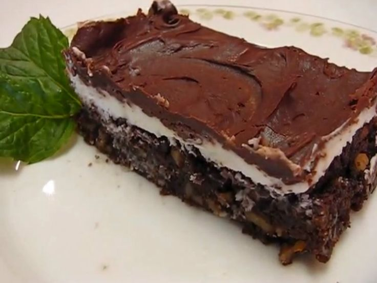 In this video Betty demonstrates how to make Kentucky Derby Bourbon Brownies. This is my selection of a sweet treat to celebrate Derby Day. The Kentucky Derby horse race has been