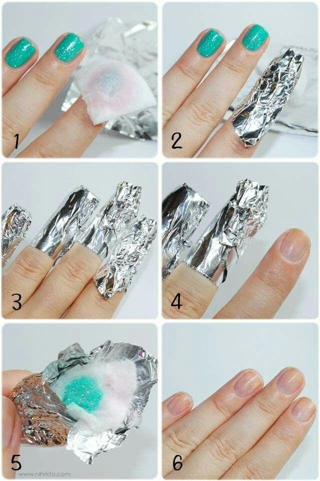 Cómo quitar el esmalte con brillos/escarcha: Poner sobre la uña un algodón untado de quita esmalte, envolver con papel aluminio por 5 minutos y retirar.
