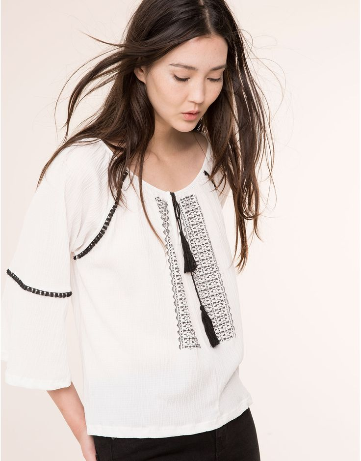 EMBROIDERED BELLED SLEEVE LARGE BLOUSE - NEW PRODUCTS - NEW PRODUCTS - PULL&BEAR Russian Federation