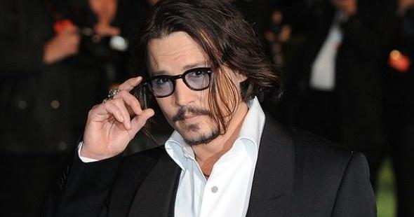 Atrás quedó el tiempo en qué se podía fumar en los aviones. Johnny Depp le puso solución comprándose un Jet Privado.