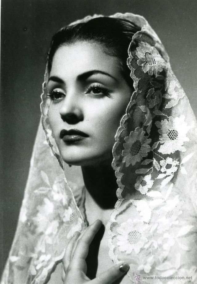 Pin By Irene On Classic Beauties Black And White Portraits Portrait Woman Face