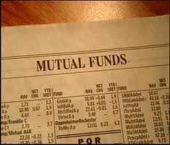 There are many benefits of investing in mutual fund India. The main reason for the popularity of mutual funds is that they help in reducing the risk and increasing the chances of getting higher returns.