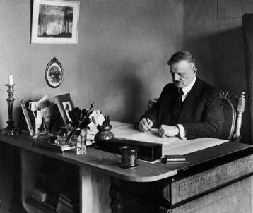 Jean Sibelius at his desk at Ainola. Pictured before his 50th birthday (1915).  (Erik Sundström, Otava picture archive.)