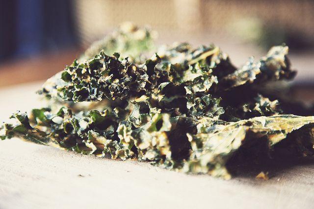 Cheesy Kale Chips: Vegan, Side Dishes, Mae Birds, Cheesy Kale Chips, Gluten Free, Plants Based, Favorite Recipe, Http Www Maebird Blogspot Com, Amanda Mae