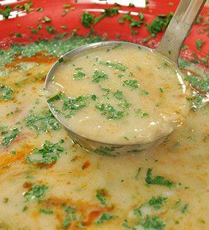 istiridye mantarı çorbası,işkembe çorbası,yemek tarifleri  Mantarı minik minik doğruyoruz. Tencereye tereyağı koyup mantarı kavuruyoruz. Sıcak istiridye mantarı çorbası,işkembe çorbası,yemek tariflerisu ve et suyu ekleyip mantarı pişiriyoruz. Terbiyesi için, yoğurdu ve unu kaseye koyup çırpıyoruz. Biraz soğuk suyla kıvamını açıyoruz. Daha sonra sıcak su ekliyoruz. Mantar kaynayıp pişince terbiyesini döküyoruz. .DEVAMI HAYGER.COM'da
