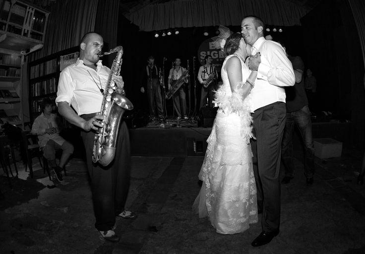 Otro de los momentos mas románticos de la noche, SIZEPHOTO, fotógrafo barcelona, reportaje de boda