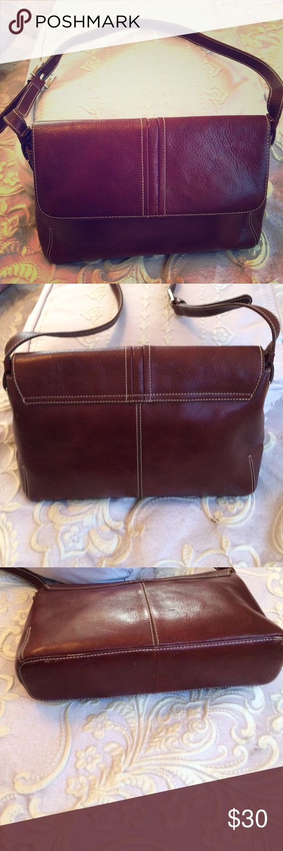Vintage ETIENNE AIGNER Genuine Leather  Purse Vintage ETIENNE AIGNER Genuine Leather  Purse good vintage condition... color-Cordovan Etienne Aigner Bags Shoulder Bags